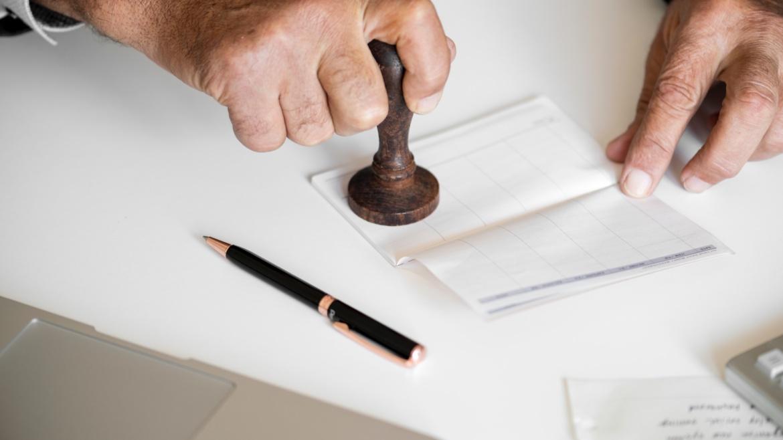 Cлужебні та посадові злочини (звинувачення в корупції, хабарництві / хабарі)